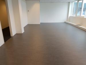De Ratelaar 5 300x225 - Kantoorpand de Ratelaar Nieuwegein. Diverse kantoren met Marmoleum en gangzone tapijttegels.