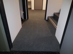 Kinepolis Almere Stad 2 300x225 - Kinepolis Almere Stad. Luxe tapijttegels gecombineerd met pvc stroken.