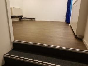 Kinepolis Almere Stad 3 300x225 - Kinepolis Almere Stad. Luxe tapijttegels gecombineerd met pvc stroken.