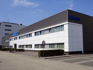 Kobelco Almere 300x225 - Kantoorgedeelte Kobelco Almere.  Leveren en aanbrengen 580 m2 tapijttegels en 430 m2 pvc stroken incl egaliseren van de vloer.