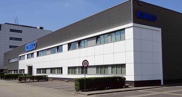 Kobelco Almere 600x321 - Kantoorgedeelte Kobelco Almere.  Leveren en aanbrengen 580 m2 tapijttegels en 430 m2 pvc stroken incl egaliseren van de vloer.