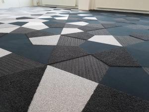Vorwerk 5 300x225 - Showroom Mommersteeg 6 verschillende kwaliteiten en kleuren Vorwerk tapijttegels vrije vorm.