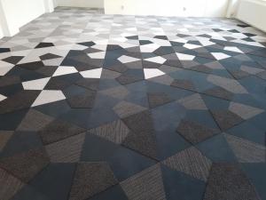 Vorwerk 6 300x225 - Showroom Mommersteeg 6 verschillende kwaliteiten en kleuren Vorwerk tapijttegels vrije vorm.