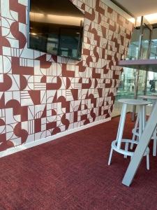 colliers ege 2 225x300 - Kantoor Colliers International Blaak Rotterdam. 600 m2 vloerafwerking plus div. kleden van Interface en Ege carpets geleverd en gelegd.