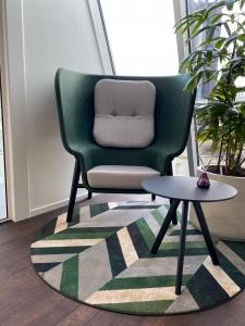 colliers ege 3 225x300 - Kantoor Colliers International Blaak Rotterdam. 600 m2 vloerafwerking plus div. kleden van Interface en Ege carpets geleverd en gelegd.