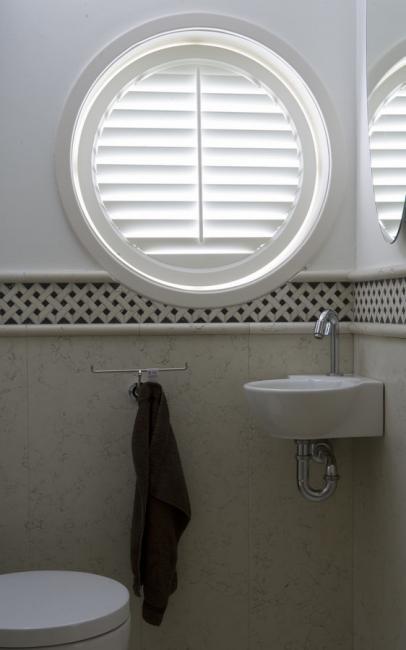 jasno shutters wit rond toilet - Shutters