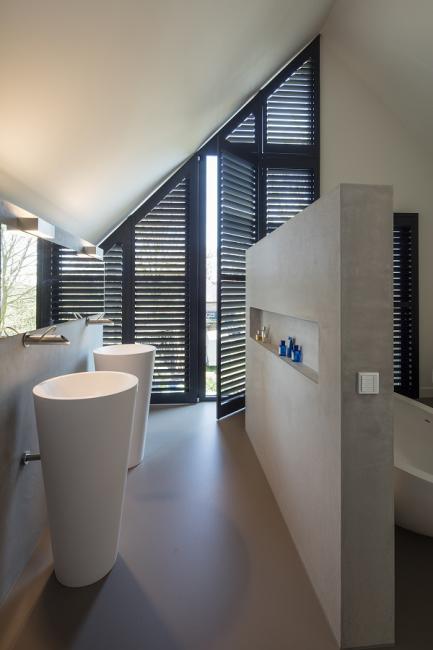jasno shutters zwart badkamer schuin 2 - Shutters