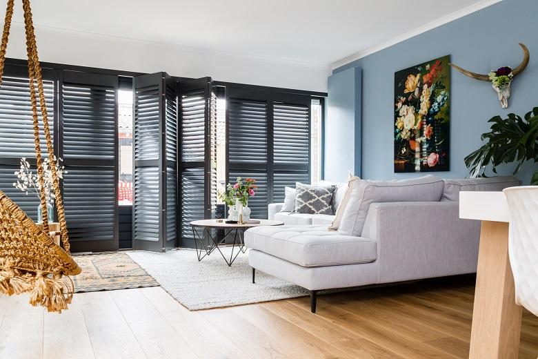 jasno shutters zwart woonkamer - Shutters