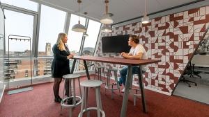 nieuw kantoor rotterdam 4 300x169 - Kantoor Colliers International Blaak Rotterdam. 600 m2 vloerafwerking plus div. kleden van Interface en Ege carpets geleverd en gelegd.